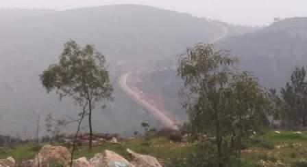 ورشة للعدو الاسرائيلي  مدعومة بجرافتين تستأنف اعمال الحفر في وادي هونين