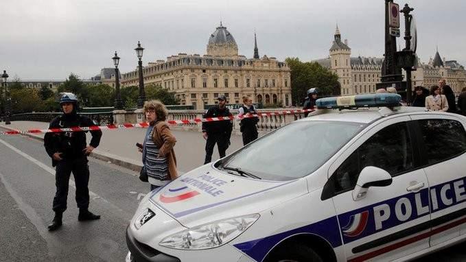 الشرطة الفرنسية تطلق النار على رجل هاجم عناصرها بسكين شرق فرنسا