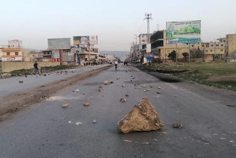محتجون قطعوا الطريق الدولية شتورا ـ المصنع عند مفرق المرج بالاتجاهين