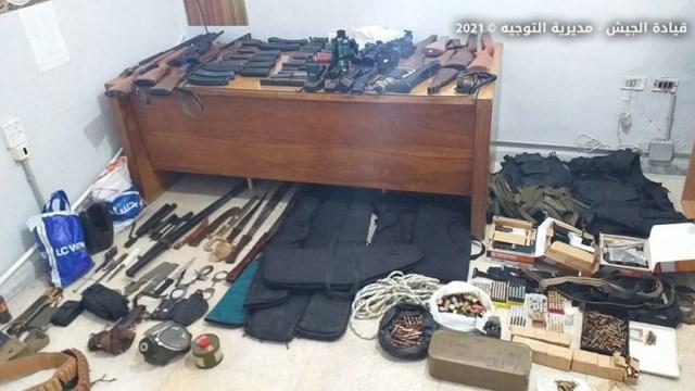 توقيف مطلوب في البداوي وضبط مخزنا يحتوي عددا كبيرا من الأسلحة