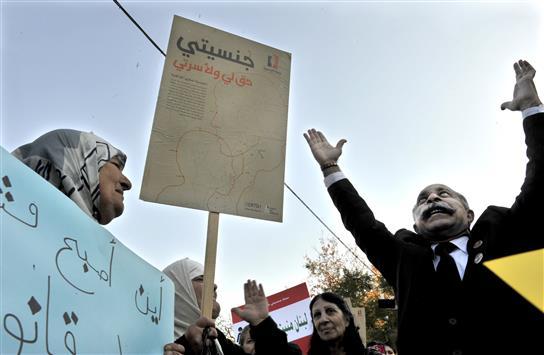 مطالبة بالطعن بإبطال «استعادة الجنسية» لتمييزه ضد المرأة