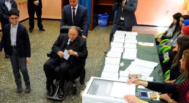 البرلمان الجزائري يجتمع الثلثاء لتعيين رئيس للدولة خلفا لبوتفليقة المستقيل