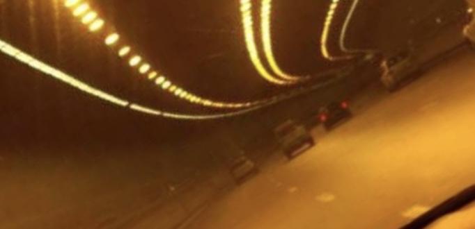 حادث سير بين عدد من السيارات داخل نفق المطار في اتجاه بيروت والأضرار مادية