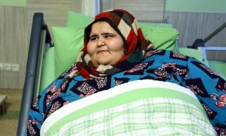 شقيقة إيمان عبد العاطي: حالتها في تحسن مستمر