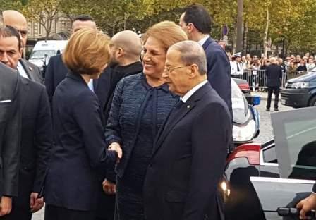 الرئيس عون يضع اكليلا من الزهر على نصب الشهداء على قوس النصر في جادة الشانزيليزيه