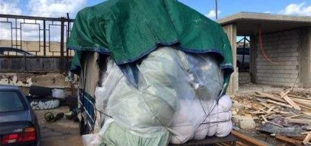 جمارك صيدا ضبطت شاحنة من الألبسة بعد محاولة إدخالها إلى لبنان بطرق غير شرعية