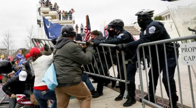 رويترز: محتجون مؤيدون لترامب يخترقون الحواجز الأمنية للكابيتول