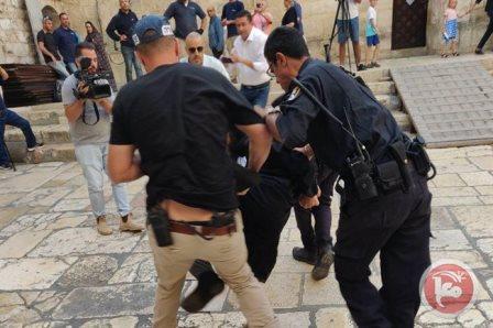 قوات الإحتلال الإسرائيلي تعتدي بالضرب على رجال دين في القدس