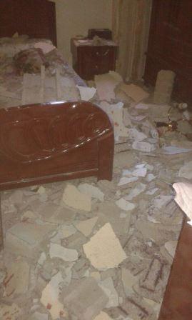 بالصور..انهيار سقف منزل في مخيم عين الحلوة وإصابة شخص