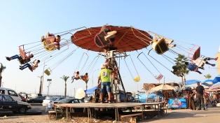 بالفيديو والصور.. بحر العيد لا يزال مصدر فرح لأطفال مدينة صيدا