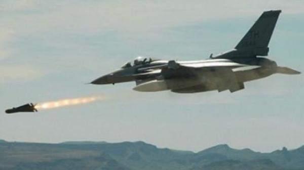الطيران الصهيوني يستهدف مناطق غرب خان يونس جنوب قطاع غزة