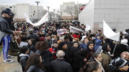 اعتقالات ومزيد من العنف في ضواحي باريس
