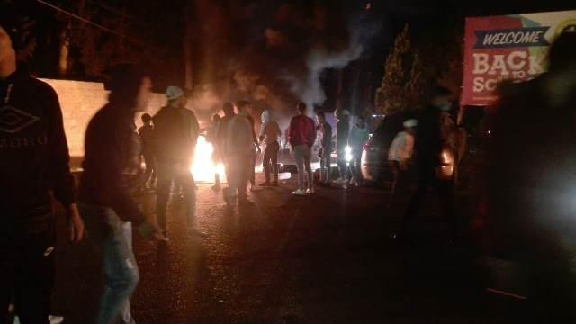 قطع الطريق عند دوار الاميركان في صيدا احتجاجا على ارتفاع سعر صرف الدولار