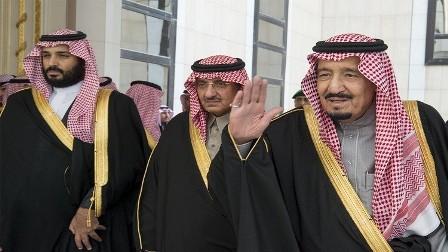 العاهل السعودي يعفي الأمير محمد بن نايف من جميع مناصبه ويعين محمد بن سلمان وليا للعهد