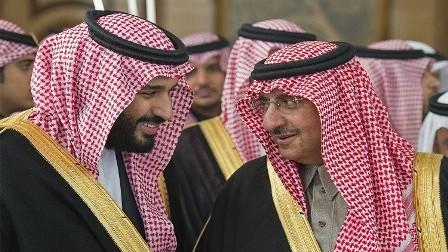 محمد بن نايف يبايع الأمير محمد بن سلمان وليا للعهد