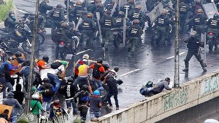 أربعة وسبعين  قتيلا و1.4 ألف جريح حصيلة الاحتجاجات في فنزويلا