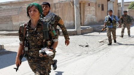 الفصائل الكردية – العربية تتصدى لمحاولة داعش اختراق حصار الرقة