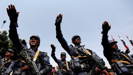 الحوثيون يعتقلون 3 موظفين في السفارة الأمريكية في صنعاء