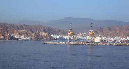 تفاصيل غرق سفينة إماراتية قبالة سواحل عمان
