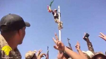 قوة عراقية تقوم بإنزال علم كردستان في كركوك