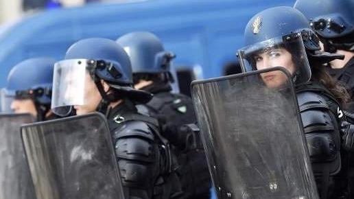 الشرطة الفرنسية توقف شخصين خططا لمهاجمة مدرسة ابتدائية