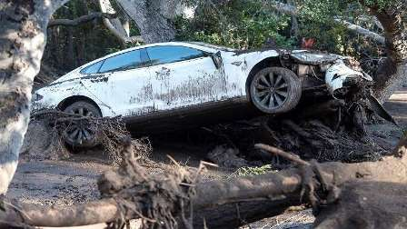 17 قتيلا و13 مفقودا جراء فيضانات وانهيارات كاليفورنيا