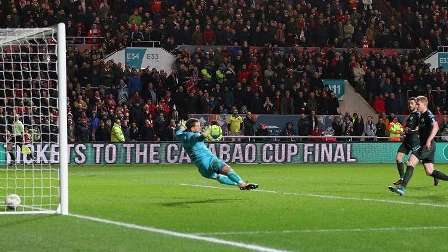مانشستر سيتي يبلغ نهائي كأس رابطة المحترفين.