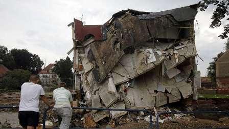 عشرات القتلى والجرحى في انهيار عمارة سكنية غرب بولندا