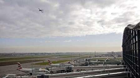 الشرطة البريطانية تقتحم طائرة بحرينية