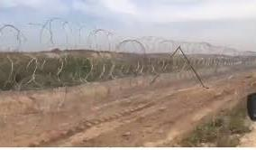 الجيش السوري نشر أسلاكا شائكة على الحدود لمنع الانتقال سيرا