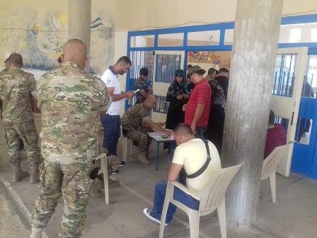 الجيش وزع 500 حصة غذائية في منطقة البقاع