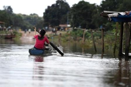 مياه السد الذي انهار في لاوس تغمر قرى في كمبوديا