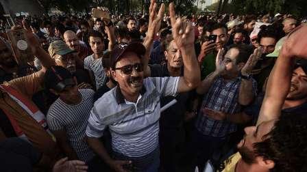 متظاهرون يقاضون مسؤولا عراقيا اتهمهم بتلقي أموال من الخارج