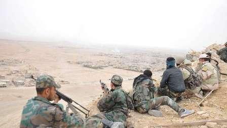 مراسل روسيا اليوم  : مقتل حوالي 20 جنديا سوريا في هجوم لداعش استهدف نقاطا للجيش السوري شرق حمص