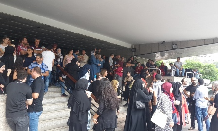اعتصام للاساتذة المتمرنين لوظيفة أستاذ تعليم ثانوي: لضمان عدم انقطاع رواتبنا