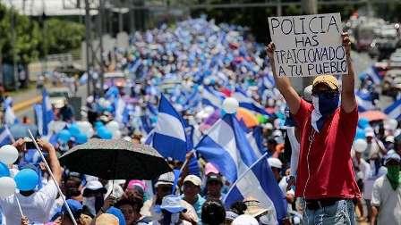 مظاهرة حاشدة في عاصمة نيكاراغوا تطالب برحيل الرئيس