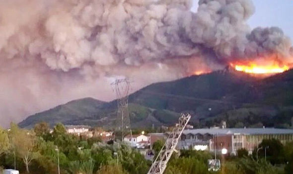 إجلاء مئات السكان بسبب حريق كبير في منطقة توسكانا شمال إيطاليا