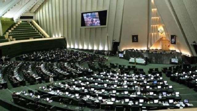 البرلمان الإيراني يعقد اجتماعا مغلقا لبحث المشاكل الاقتصادية