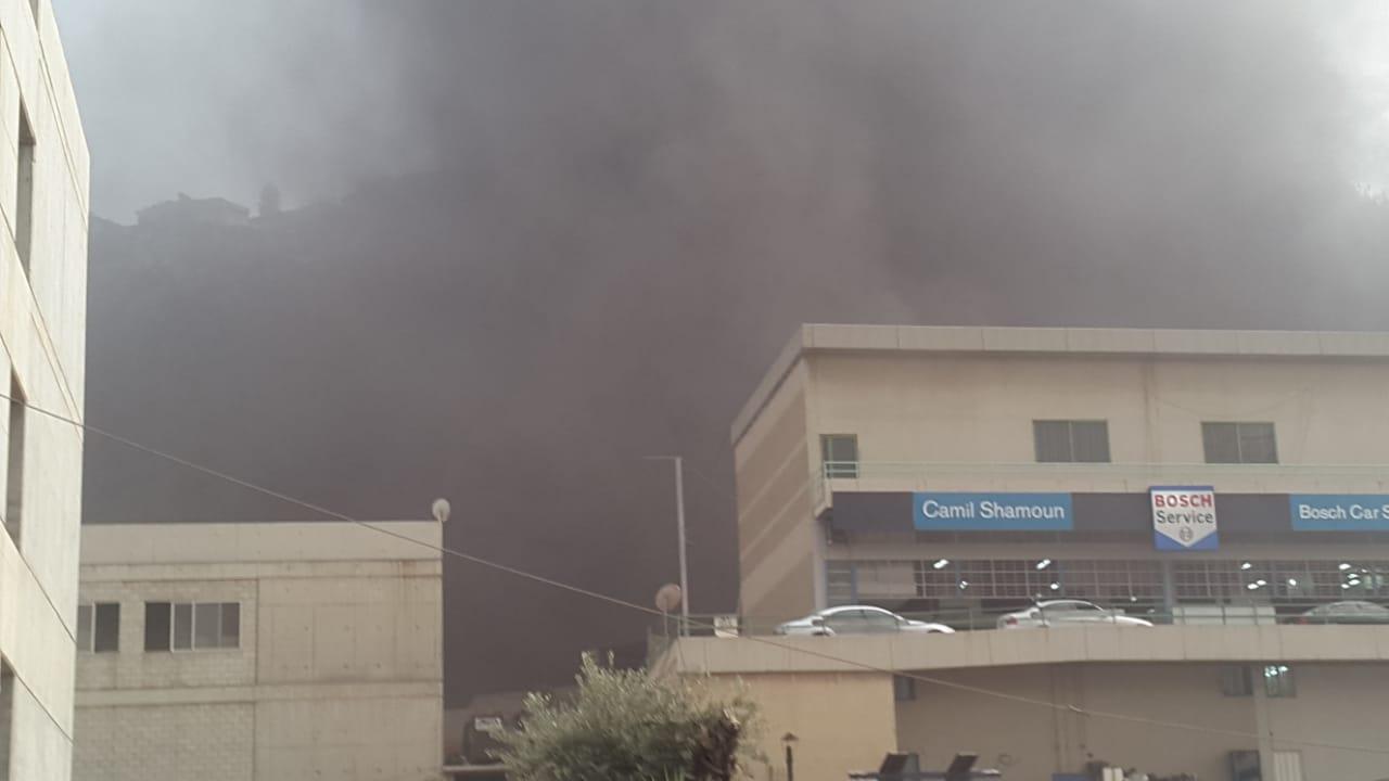 حريق كبير داخل افران لرش السيارات في احدى الشركات في نهر الموت