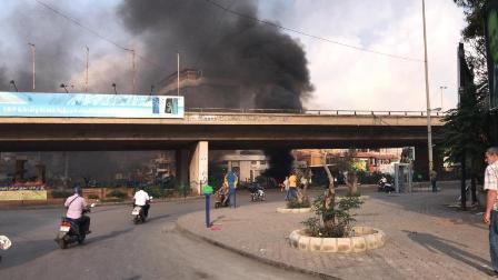 اشعال الاطارات وقطع الطريق عند جسر السلطان ابراهيم احتجاجا على ازالة التعديات