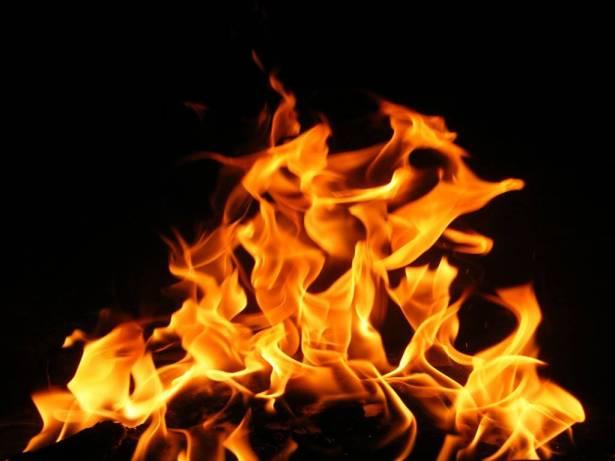 إخماد حريق في الصرفند قارب المنازل