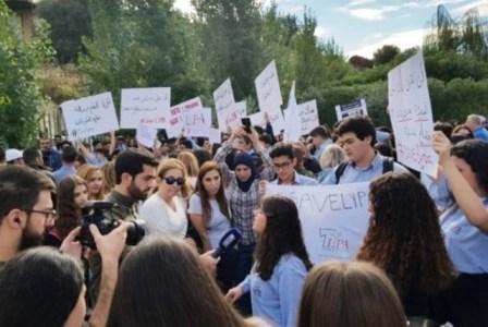 اعتصام لتلامذة ليسيه عبد القادر وأهاليهم رفضا لنقل المدرسة الى بعبدا