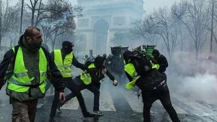 الأمن المصري يعتقل أول مواطن يرتدي سترة صفراء