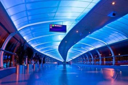 إخلاء جزء من صالة ركاب في مطار مانشستر البريطاني بعد إنذار كاذب