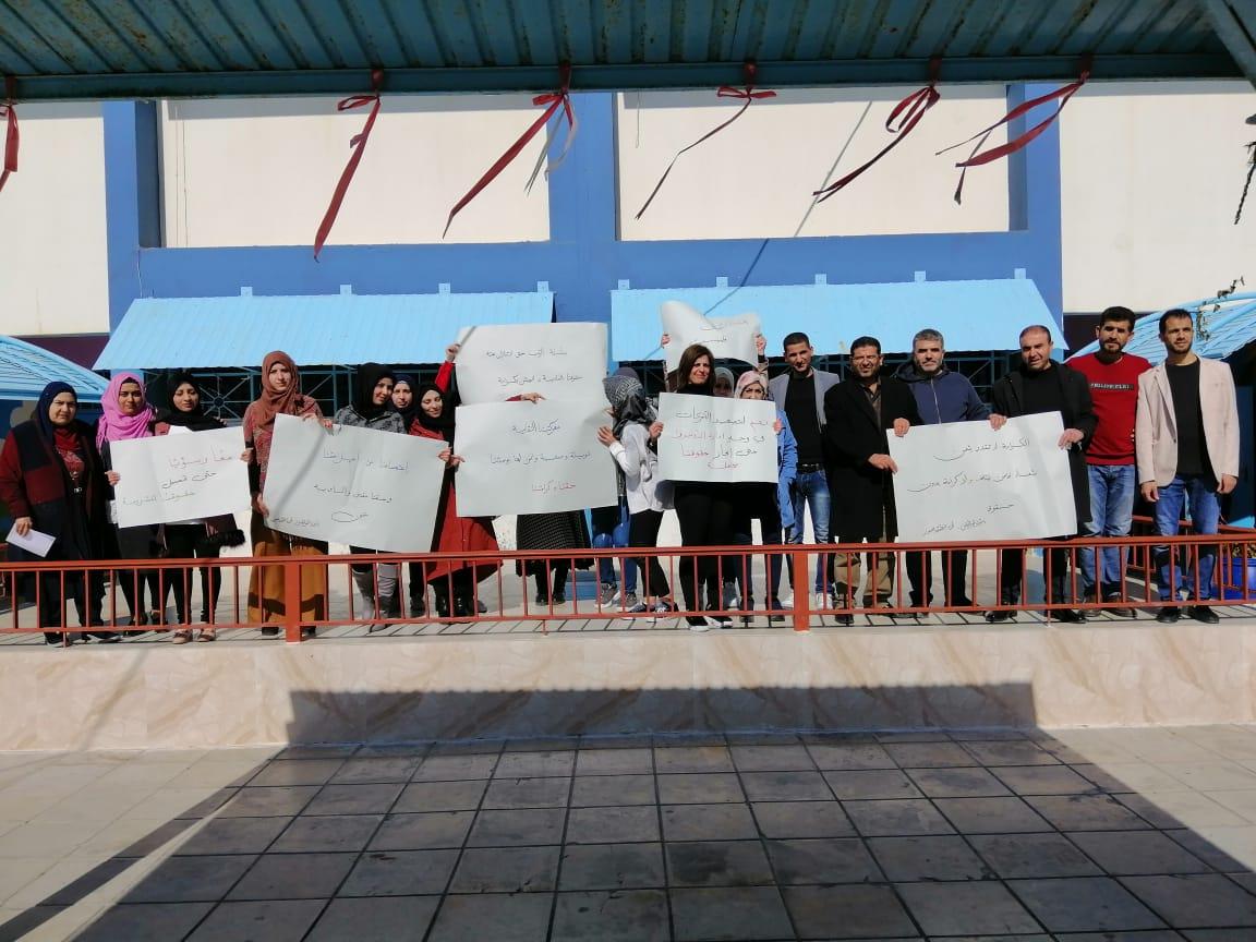 اعتصام لموظفي الانروا في صور للمطالبة بتحسين رواتبهم