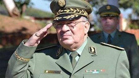 الجزائر.. قيادة أركان الجيش تجتمع والحديث يحوم حول صدور بيان حاسم