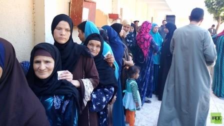 المصريون يصوتون في اليوم الثالث والأخير للاستفتاء على التعديلات الدستورية
