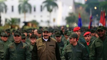 مادورو يدعو العسكريين إلى الاستعداد للدفاع عن وطنهم ضد هجوم أمريكي