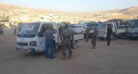 200 نازح غادروا مخيمات عرسال عائدين إلى سوريا