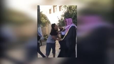 العدو الاسرائيلي  يعتقل مقدسيين وتبعد فتى عن الأقصى عقابا على مهاجمة مدون سعودي